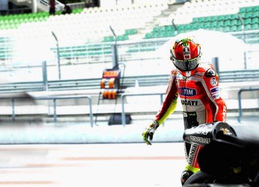 MotoGP test a Sepang: la pioggia costringe i piloti su Twitter - Foto 13 di 24