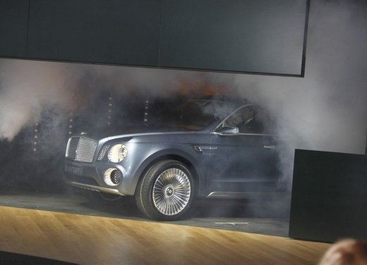 Bentley EXP 9 F Concept - Foto 19 di 43