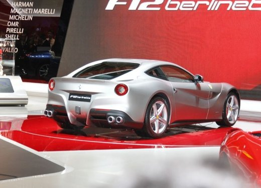 Ferrari F12berlinetta video del debutto in pista - Foto 12 di 39