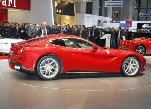 Ferrari F12berlinetta video del debutto in pista - Foto 13 di 39