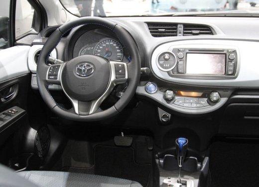 Toyota Yaris Hybrid 1.5 Lounge in promozione a 15.250 euro - Foto 8 di 16