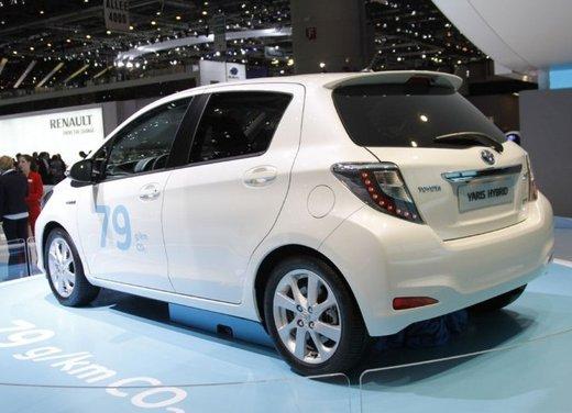 Toyota Yaris Hybrid 1.5 Lounge in promozione a 15.250 euro - Foto 2 di 16