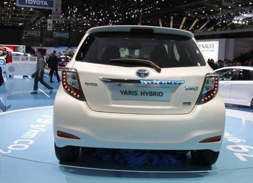 Toyota Yaris Hybrid 1.5 Lounge in promozione a 15.250 euro - Foto 12 di 16