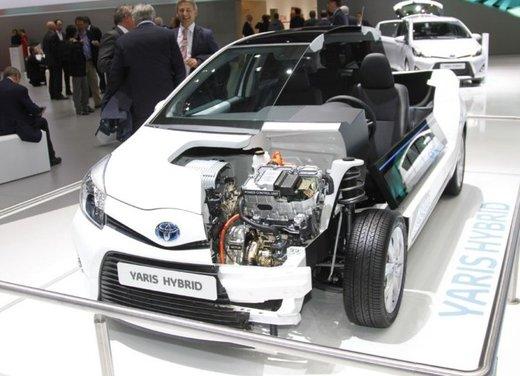 Toyota Yaris Hybrid 1.5 Lounge in promozione a 15.250 euro - Foto 15 di 16