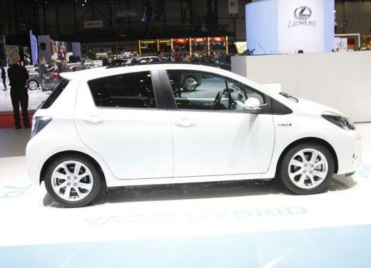 Toyota Yaris Hybrid 1.5 Lounge in promozione a 15.250 euro - Foto 3 di 16