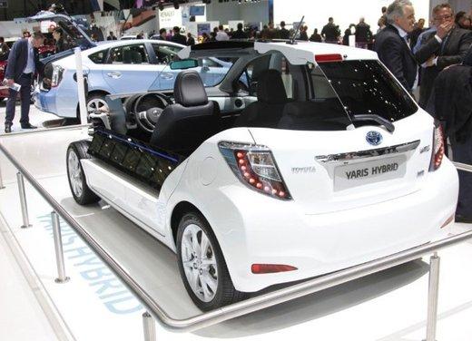 Toyota Yaris Hybrid 1.5 Lounge in promozione a 15.250 euro - Foto 13 di 16