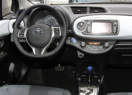 Toyota Yaris Hybrid 1.5 Lounge in promozione a 15.250 euro - Foto 4 di 16