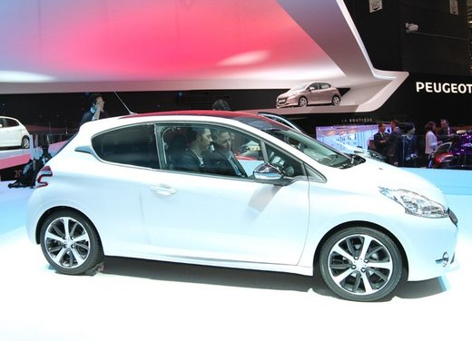 Peugeot 208 Access 3 porte con motore 12V 1.0 VTi da 68 CV a 11.650 € - Foto 8 di 48