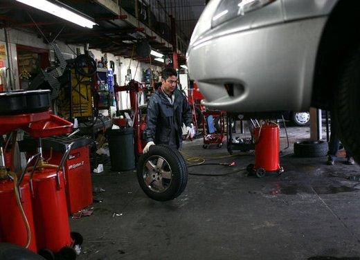 Revisione auto, costo di 2,5 miliardi nel 2011 per gli automobilisti italiani - Foto 5 di 6