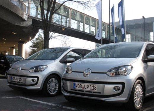 Volkswagen Up! 5 porte: prova su strada della citycar per 4 - Foto 3 di 20