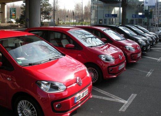 Volkswagen Up! 5 porte: prova su strada della citycar per 4 - Foto 4 di 20