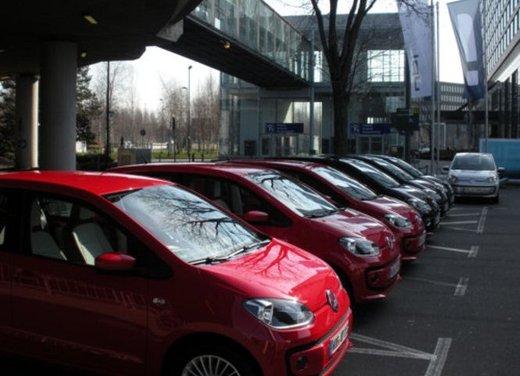 Volkswagen Up! 5 porte: prova su strada della citycar per 4 - Foto 5 di 20