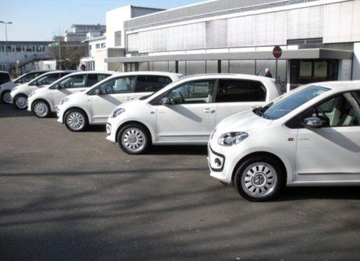 Volkswagen Up! 5 porte: prova su strada della citycar per 4 - Foto 9 di 20