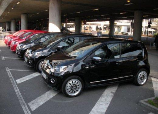 Volkswagen Up! 5 porte: prova su strada della citycar per 4 - Foto 12 di 20