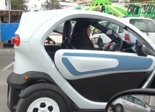 Renault Twizy provata su strada a Ibiza - Foto 8 di 33