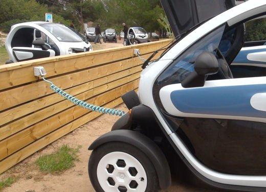 Renault Twizy provata su strada a Ibiza - Foto 12 di 33