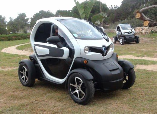 Renault Twizy provata su strada a Ibiza