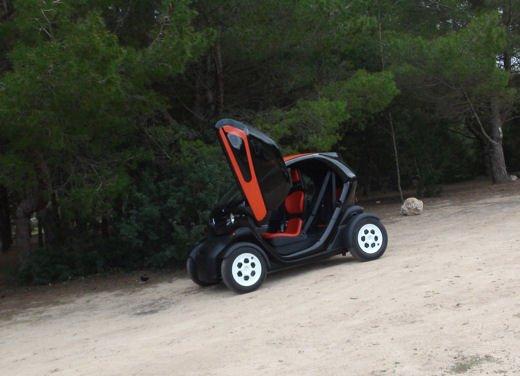 Renault Twizy provata su strada a Ibiza - Foto 22 di 33