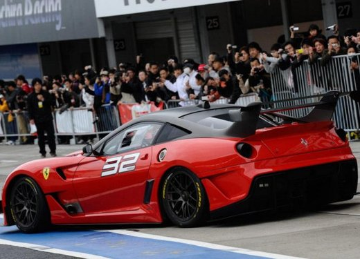 Ferrari 599XX Evolution, il debutto in pista - Foto 21 di 25
