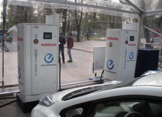 Nissan Leaf di servizio nelle aree di sosta giapponesi - Foto 5 di 28