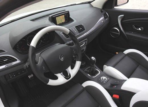Nuova gamma Renault Mégane provata su strada a Siviglia - Foto 3 di 17