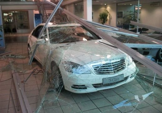 Car crash, gli incidenti più bizzarri delle ultime settimane - Foto 15 di 17
