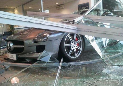 Car crash, gli incidenti più bizzarri delle ultime settimane - Foto 1 di 17