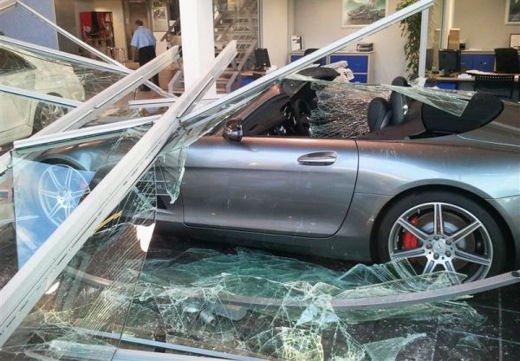 Car crash, gli incidenti più bizzarri delle ultime settimane - Foto 2 di 17
