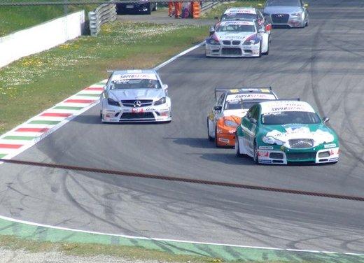 Superstars 2012, a Monza il via al mondiale sotto la stella di Mercedes e Liuzzi - Foto 29 di 35