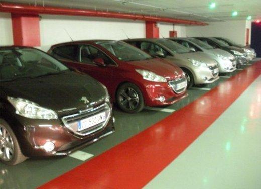 Peugeot 208: prova su strada della city car francese - Foto 3 di 35