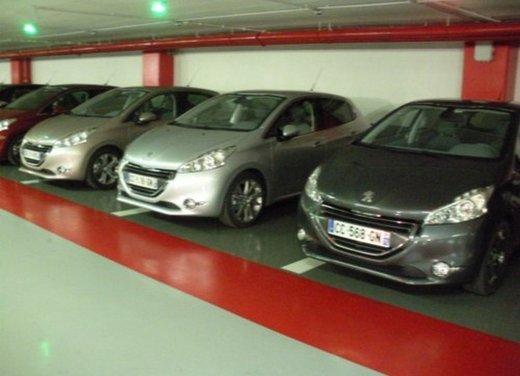 Peugeot 208: prova su strada della city car francese - Foto 5 di 35