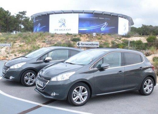 Peugeot 208: prova su strada della city car francese - Foto 9 di 35