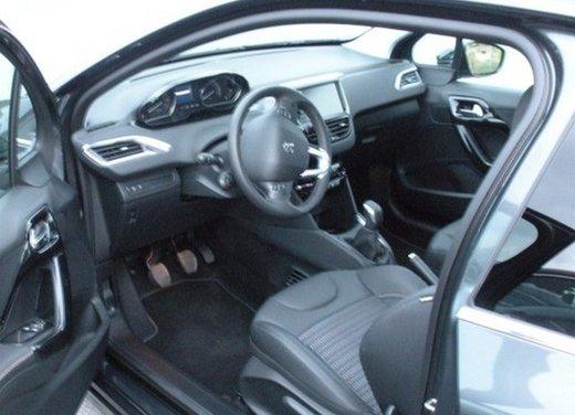 Peugeot 208: prova su strada della city car francese - Foto 10 di 35