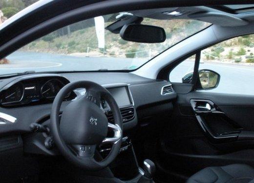 Peugeot 208: prova su strada della city car francese - Foto 11 di 35