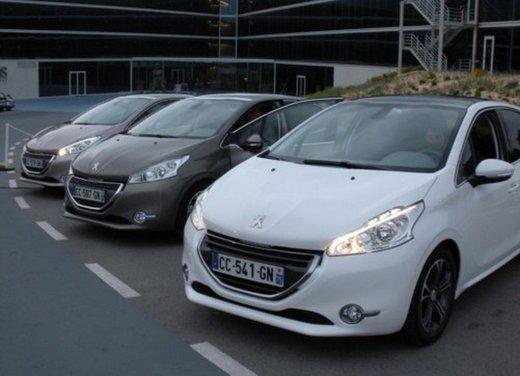 Peugeot 208: prova su strada della city car francese - Foto 12 di 35