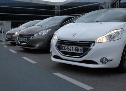 Peugeot 208: prova su strada della city car francese - Foto 13 di 35