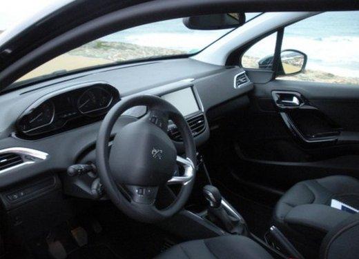 Peugeot 208: prova su strada della city car francese - Foto 17 di 35