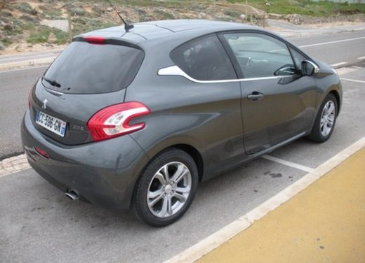 Peugeot 208: prova su strada della city car francese - Foto 20 di 35