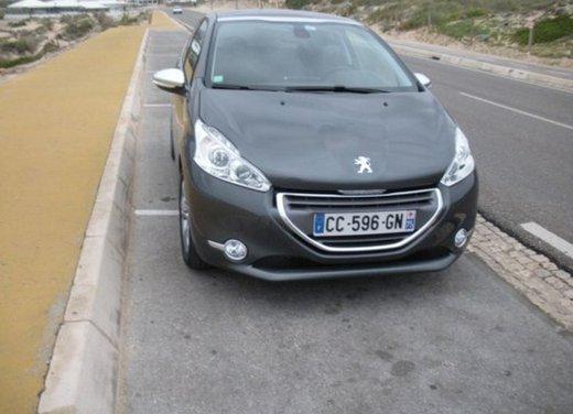 Peugeot 208: prova su strada della city car francese - Foto 21 di 35