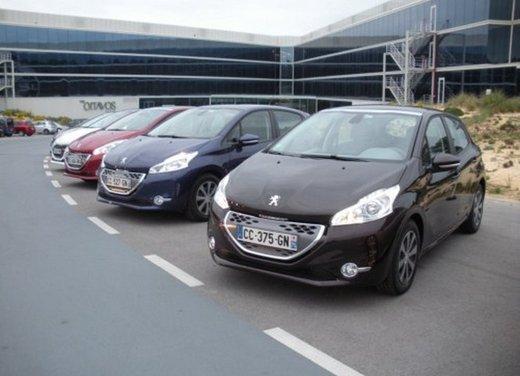 Peugeot 208: prova su strada della city car francese - Foto 23 di 35