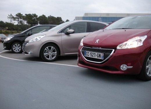 Peugeot 208: prova su strada della city car francese - Foto 28 di 35