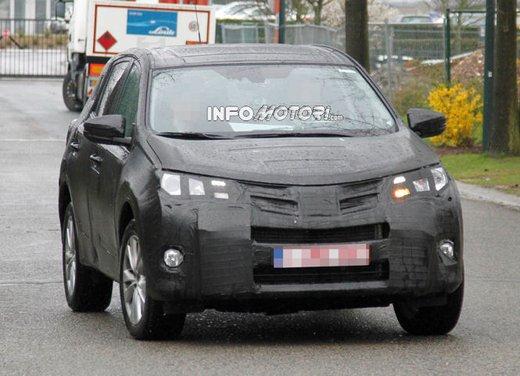 Foto spia della nuova Toyota RAV4 - Foto 1 di 11