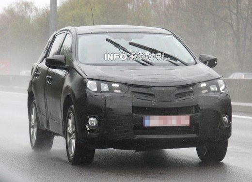 Foto spia della nuova Toyota RAV4 - Foto 9 di 11