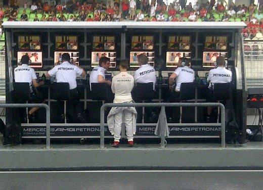 F1 GP Cina 2012: Schumacher primo nella seconda sessione di prove libere - Foto 28 di 32