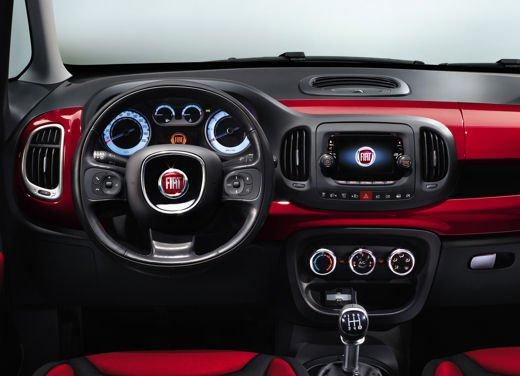 plusieurs couleurs hot-vente plus récent Bons prix Fiat 500 L nuova pubblicità sugli accessori Hi Fi della City ...