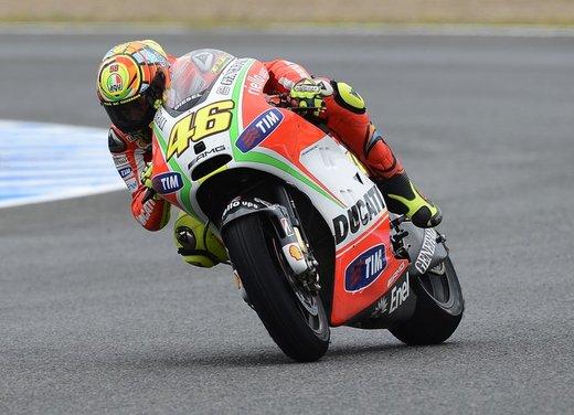 Valentino Rossi fa la danza della pioggia a Jerez per il GP di Spagna di MotoGP