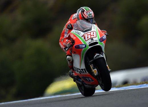Valentino Rossi fa la danza della pioggia a Jerez per il GP di Spagna di MotoGP - Foto 8 di 12