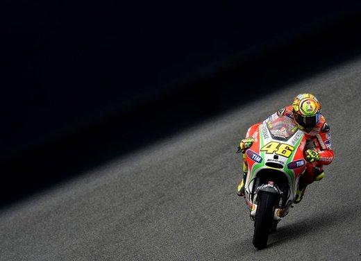 Valentino Rossi fa la danza della pioggia a Jerez per il GP di Spagna di MotoGP - Foto 5 di 12