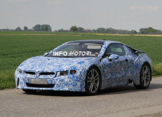 Foto spia della BMW i8 in versione destinata alla produzione