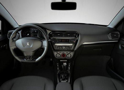 Prime foto spia della nuova Peugeot 301 - Foto 2 di 13